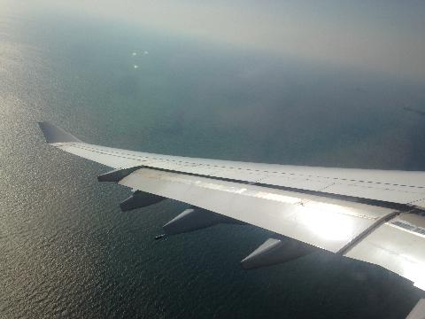 飛行機から日本の海