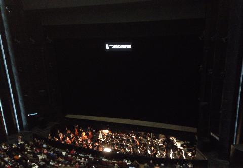 オペラ オケピットと舞台