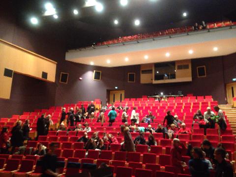 コンサート前の客席