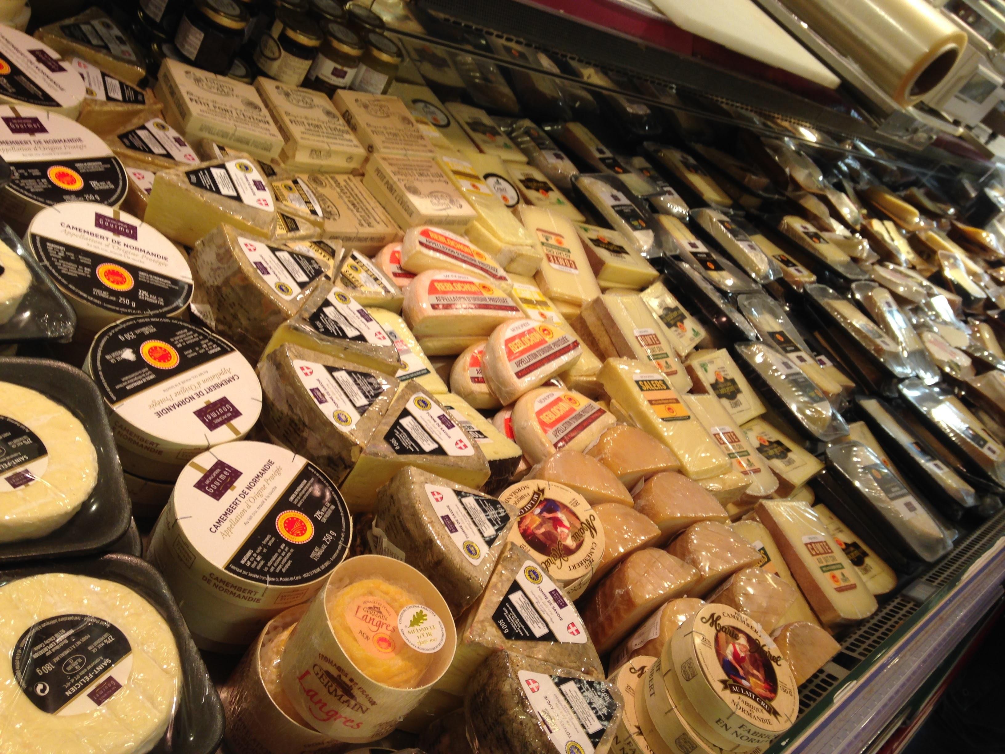 monoprixチーズ売り場