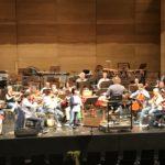 音楽講習会でオーケストラをバックに演奏♪