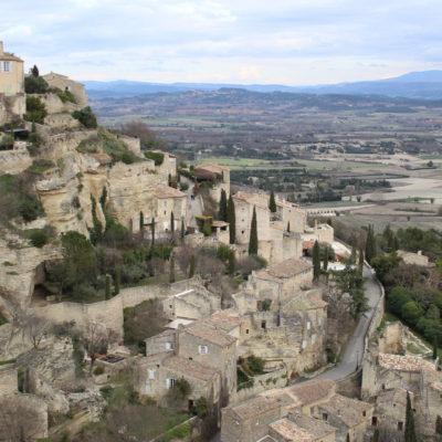 フランスの最も美しい村」に選ばれた、プロヴァンスのゴルドで絶景を見る